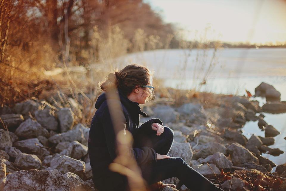 mulher solidão fim de ano