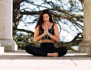 mulher em meditação